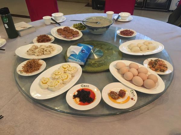Breakfast - Tonia Cochran - China Sichuan - Inala Nature Tours